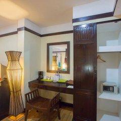 Отель Nilly's Marina Inn сейф в номере