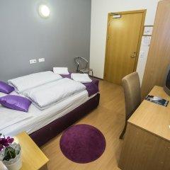 Отель The Capital-Inn Стандартный номер с различными типами кроватей фото 11