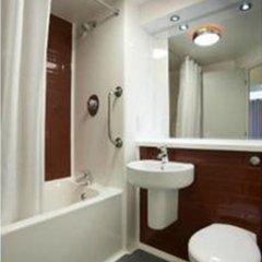 Отель Travelodge Manchester Upper Brook Street ванная фото 3