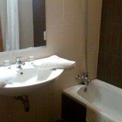 Отель Qawra Point Holiday Complex Мальта, Каура - отзывы, цены и фото номеров - забронировать отель Qawra Point Holiday Complex онлайн ванная