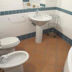 Charles Bridge International Hostel Прага ванная фото 8