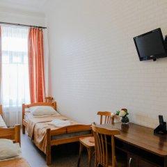 Гостиница Гостевые комнаты у Петропавловской 2* Номер с общей ванной комнатой с различными типами кроватей (общая ванная комната) фото 11