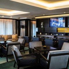 Отель Hilton Vienna Plaza Вена гостиничный бар