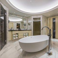 Отель Grand Hotel Kempinski Riga Латвия, Рига - 2 отзыва об отеле, цены и фото номеров - забронировать отель Grand Hotel Kempinski Riga онлайн ванная