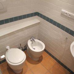Charles Bridge International Hostel Прага ванная фото 7