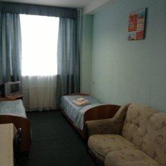 Гостиница Mirazh в Челябинске 1 отзыв об отеле, цены и фото номеров - забронировать гостиницу Mirazh онлайн Челябинск комната для гостей фото 3