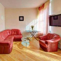 Гостиница 1 Minute to Ploshcha Rynok комната для гостей