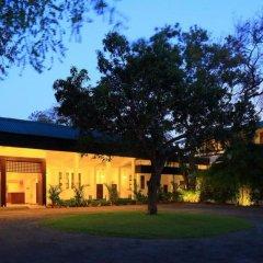 Отель Nuwarawewa Rest House Шри-Ланка, Анурадхапура - отзывы, цены и фото номеров - забронировать отель Nuwarawewa Rest House онлайн вид на фасад