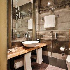 Отель Ikonik The Public 4* Улучшенный номер с различными типами кроватей фото 7