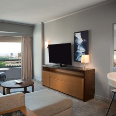 Отель New York Hilton Midtown 4* Семейный смежный номер с различными типами кроватей фото 2