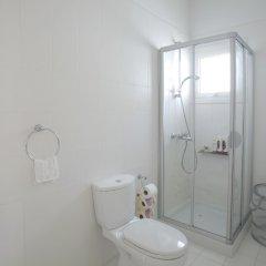 Отель Leonies By The Sea Villa ванная фото 3