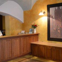 Отель U Cervene zidle - Red Chair Hotel Чехия, Прага - 8 отзывов об отеле, цены и фото номеров - забронировать отель U Cervene zidle - Red Chair Hotel онлайн интерьер отеля