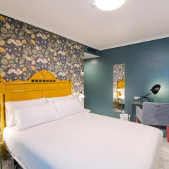 Отель Petit Palace Puerta de Triana 3* Четырехместный номер с различными типами кроватей фото 3