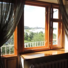 Гостиница on Irtyshskaya Naberezhnaya в Омске отзывы, цены и фото номеров - забронировать гостиницу on Irtyshskaya Naberezhnaya онлайн Омск балкон