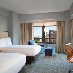 Отель New York Hilton Midtown 4* Семейный смежный номер с различными типами кроватей