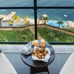 Отель Vidamar Resort Madeira - Half Board Only 5* Улучшенный номер с двуспальной кроватью фото 2
