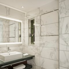 100 Queen's Gate Hotel London, Curio Collection by Hilton ванная
