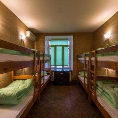 Хостел Time at the Red Gate Кровать в мужском общем номере с двухъярусными кроватями фото 3