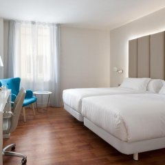 Отель NH Nacional 4* Улучшенный номер с различными типами кроватей фото 2
