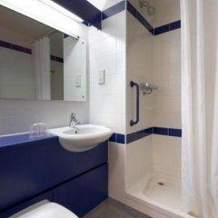 Отель Travelodge Liverpool Docks Hotel Великобритания, Ливерпуль - отзывы, цены и фото номеров - забронировать отель Travelodge Liverpool Docks Hotel онлайн ванная