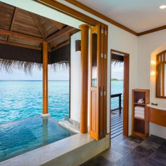 Отель Sheraton Maldives Full Moon Resort & Spa 5* Люкс Water с различными типами кроватей фото 3
