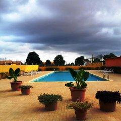 Viana Hotel бассейн
