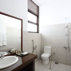 Отель Nuwarawewa Rest House Шри-Ланка, Анурадхапура - отзывы, цены и фото номеров - забронировать отель Nuwarawewa Rest House онлайн ванная фото 3