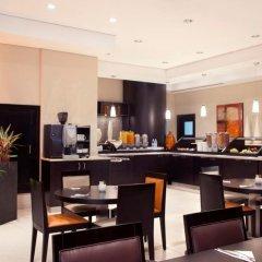 Отель Holiday Inn Express Dubai Safa Park ОАЭ, Дубай - 5 отзывов об отеле, цены и фото номеров - забронировать отель Holiday Inn Express Dubai Safa Park онлайн питание фото 2