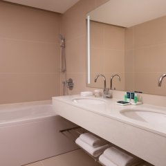 Гостиница Фор Поинтс бай Шератон Краснодар ванная фото 2