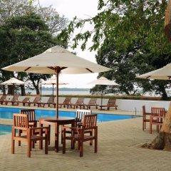 Отель Nuwarawewa Rest House Шри-Ланка, Анурадхапура - отзывы, цены и фото номеров - забронировать отель Nuwarawewa Rest House онлайн бассейн