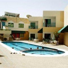 Отель Summerland Motel ОАЭ, Шарджа - 1 отзыв об отеле, цены и фото номеров - забронировать отель Summerland Motel онлайн бассейн фото 2