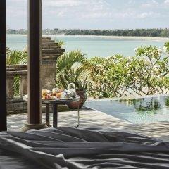 Отель Four Seasons Resort Bali at Jimbaran Bay 5* Вилла Премиум с различными типами кроватей фото 7