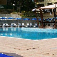 Отель Europroperties Nikea Park бассейн