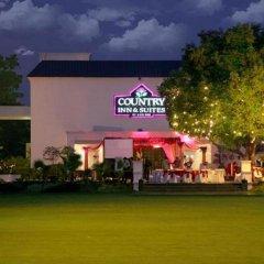 Отель Country Inn & Suites By Carlson, Satbari, New Delhi Индия, Нью-Дели - отзывы, цены и фото номеров - забронировать отель Country Inn & Suites By Carlson, Satbari, New Delhi онлайн спортивное сооружение