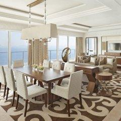 Отель Waldorf Astoria Dubai Palm Jumeirah 5* Люкс повышенной комфортности с двуспальной кроватью