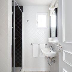 Hotel Rendez-Vous Batignolles Париж ванная фото 3