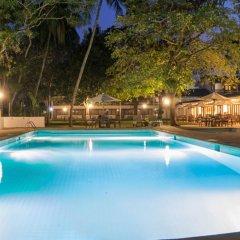 Отель Nuwarawewa Rest House Шри-Ланка, Анурадхапура - отзывы, цены и фото номеров - забронировать отель Nuwarawewa Rest House онлайн бассейн фото 3