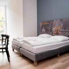 Отель a&o Copenhagen Norrebro Стандартный семейный номер с различными типами кроватей