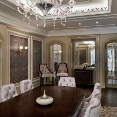 Отель Habtoor Palace, LXR Hotels & Resorts в номере