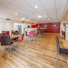Отель Travelodge Manchester Sportcity Манчестер гостиничный бар
