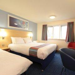 Отель Travelodge Ashton Under Lyne комната для гостей фото 2