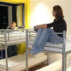 Отель Generator Berlin Prenzlauer Berg Кровать в общем номере с двухъярусной кроватью фото 5