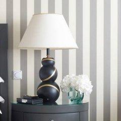 Four Seasons Hotel Prague 5* Улучшенный номер с различными типами кроватей фото 2