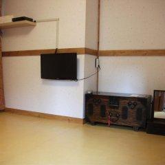 Отель Hyosunjae Hanok Guesthouse 2* Стандартный номер с различными типами кроватей (общая ванная комната) фото 2