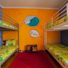 Отель Ericeira Surf Camp 2* Кровать в общем номере двухъярусные кровати фото 15