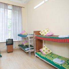 Хостел Майский Кровать в мужском общем номере с двухъярусными кроватями фото 3