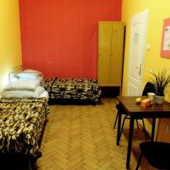 Budapest Budget Hostel Стандартный номер с различными типами кроватей (общая ванная комната) фото 10