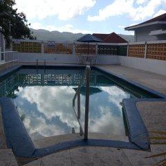 Отель The View Guest House Ямайка, Монтего-Бей - отзывы, цены и фото номеров - забронировать отель The View Guest House онлайн бассейн