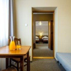 Отель Rezydencja Sienkiewiczówka 3* Номер категории Премиум с различными типами кроватей фото 5