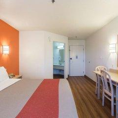 Отель Motel 6 Dale 2* Стандартный номер с различными типами кроватей фото 2